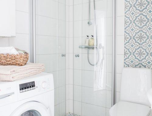 Portugese tegels redden deze badkamer