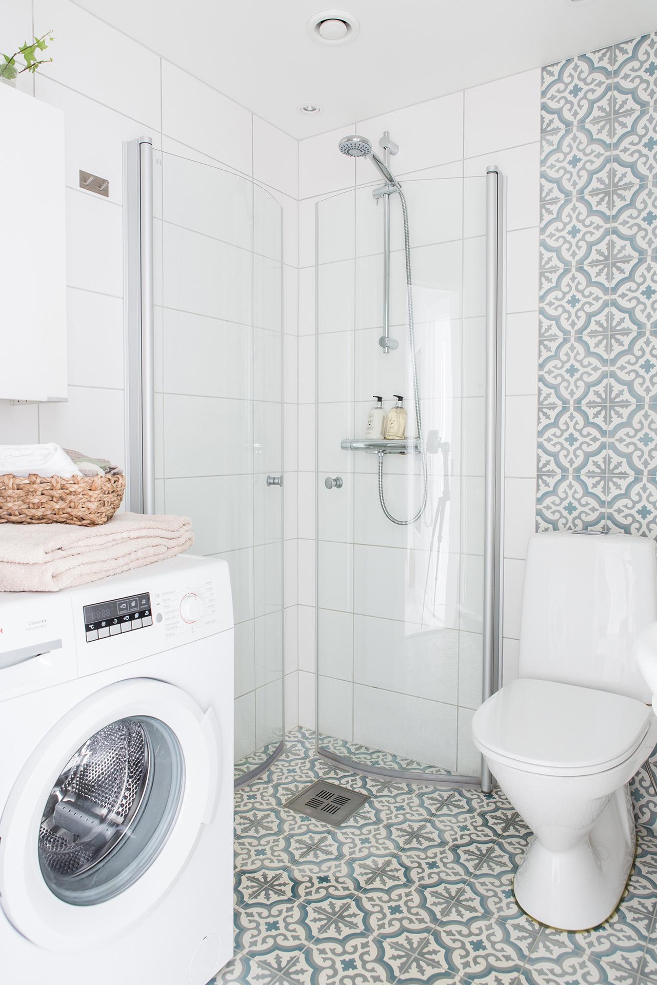 Portugese tegels redden deze badkamer - Badkamers voorbeelden