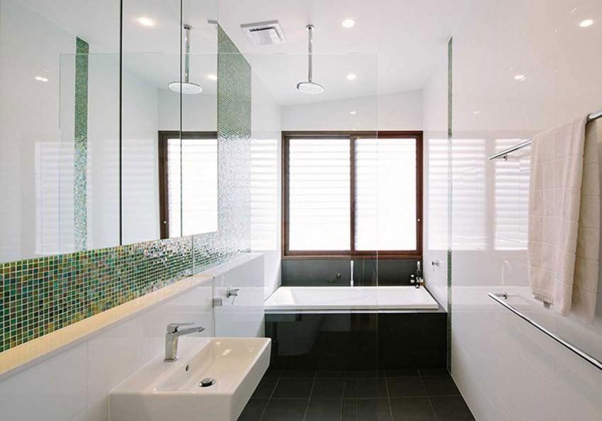Praktische badkamer met bad en open douche badkamers voorbeelden