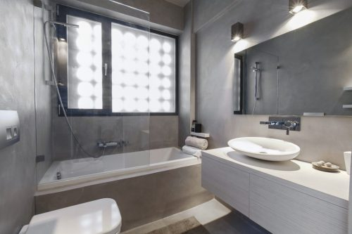 Praktische badkamer met betonstuc - Badkamers voorbeelden