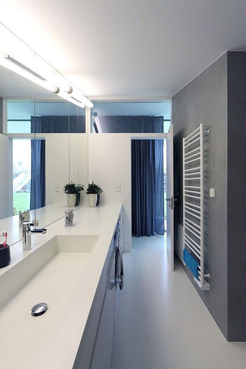 Praktische badkamer met plek voor wasmachine