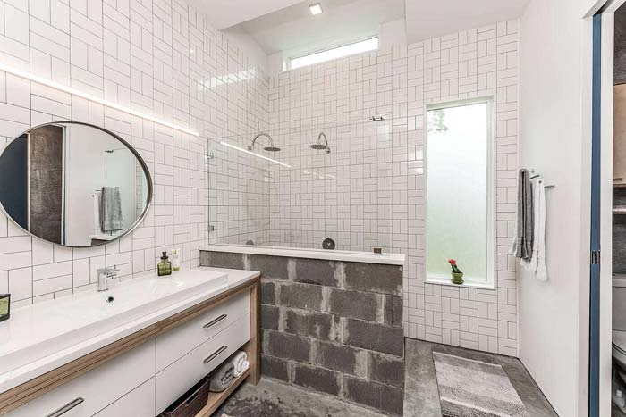 Rauwe bungalow badkamer