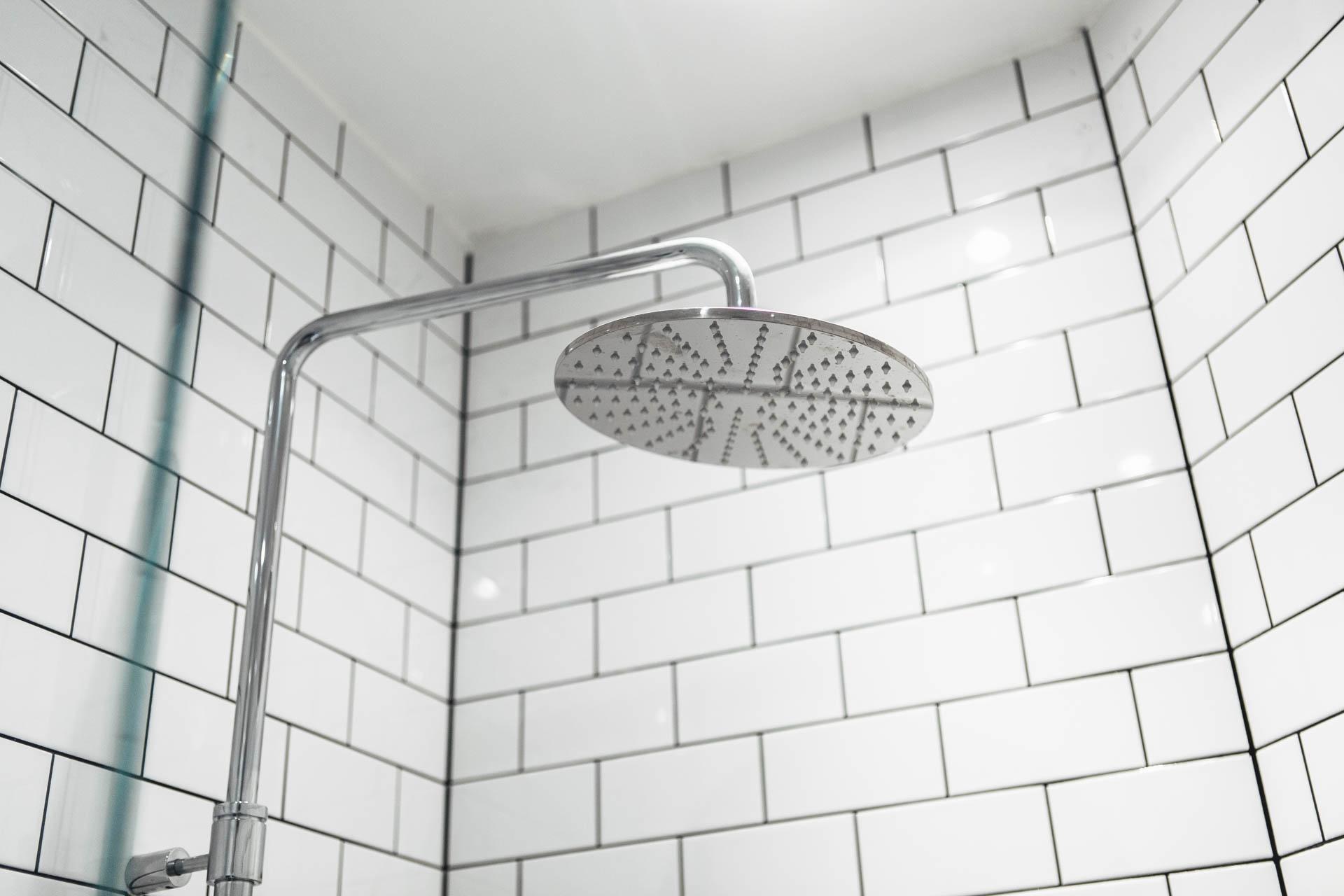Badkamers voorbeelden u00bb Kleine badkamer van 2m2!