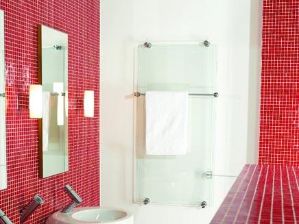 Badkamer met rode mozaiek tegeltjes badkamers voorbeelden - Mozaiek blauwe bad ...