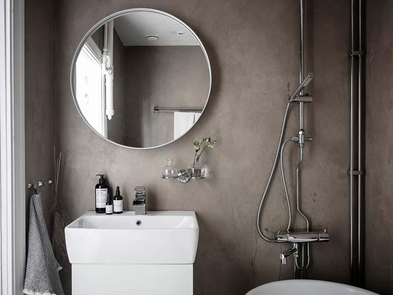 ronde spiegel boven wastafel