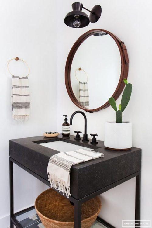 Ronde spiegel met een leren band