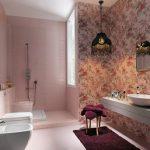 Roze badkamer met behang