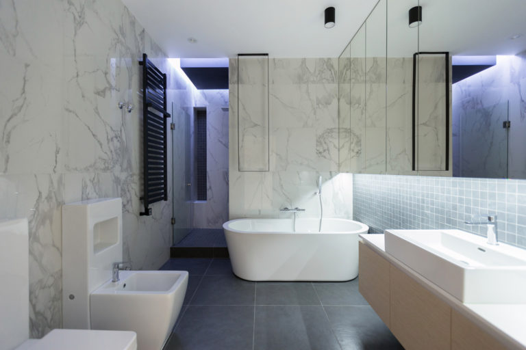 Ruime penthouse badkamer met een moderne luxe uitstraling badkamers voorbeelden - Moderne luxe badkamer ...