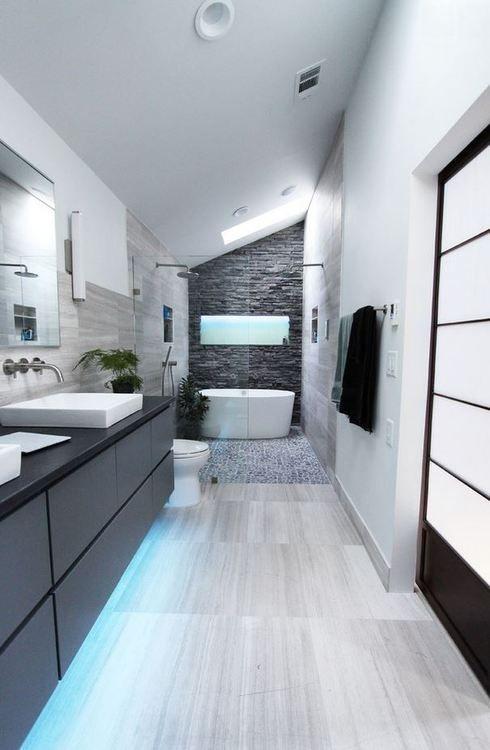 Ruime badkamer met mooie materialen en luxe voorzieningen badkamers voorbeelden - Mooie moderne badkamer ...