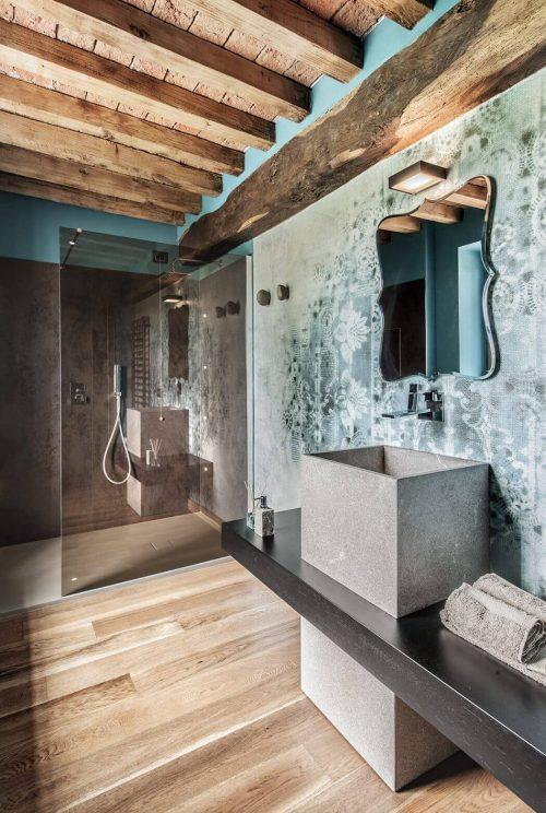 Rustiek, industrieel en klassiek in deze Italiaanse badkamer ...