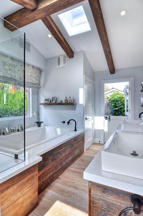 rustieke badkamer met grove houten planken badkamers