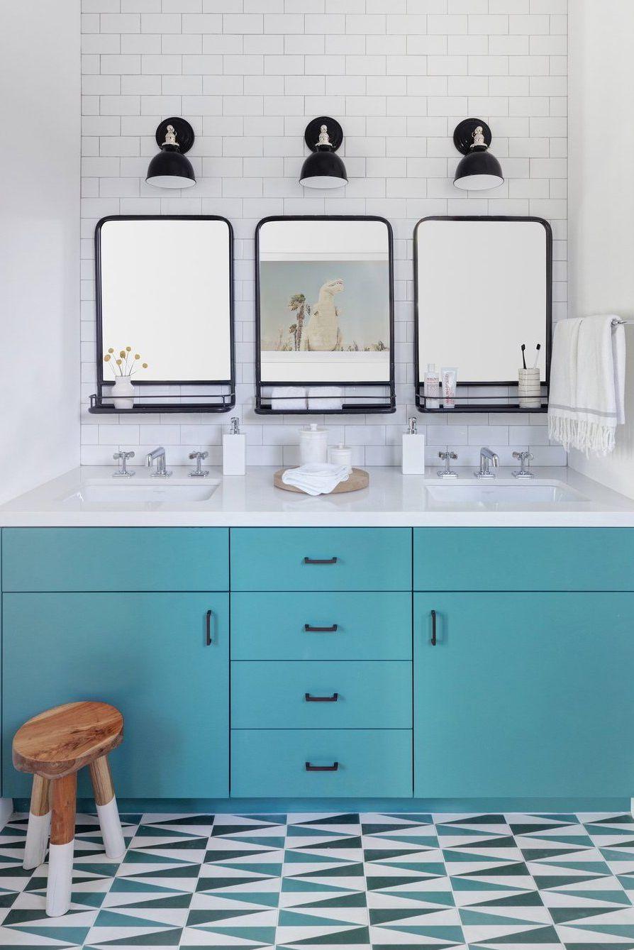 rustieke badkamer houten krukje