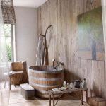 Rustieke badkamer met houten planken
