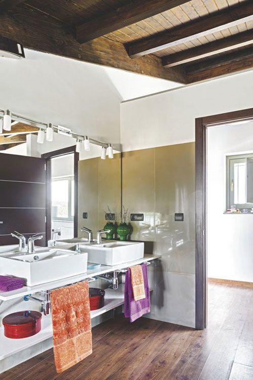 Rustieke badkamer met moderne sanitair