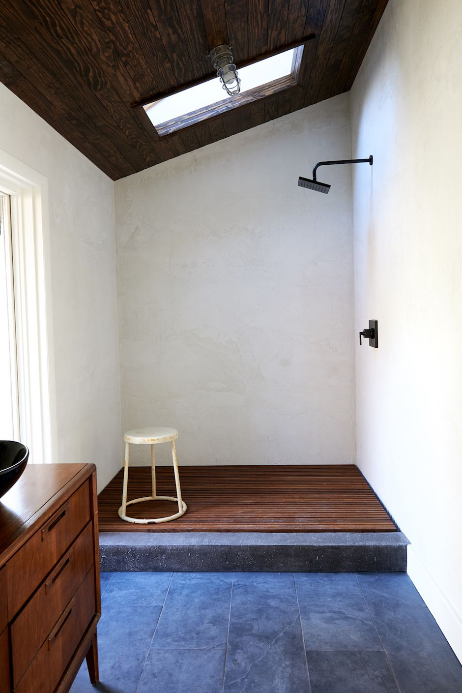 rustieke badkamer rijke materialen