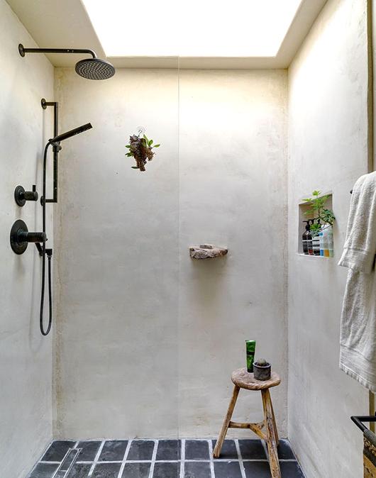 http://www.badkamers-voorbeelden.nl/afbeeldingen/rustieke-landelijke-badkamer-in-spaanse-droomhuis.jpg
