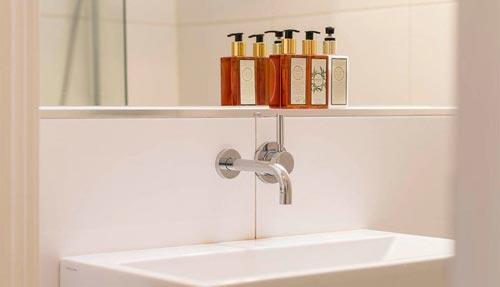 Scandinavische badkamer met design sanitair
