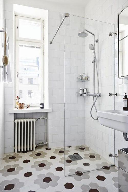 Scandinavische badkamer met hexagon tegels - Badkamers voorbeelden
