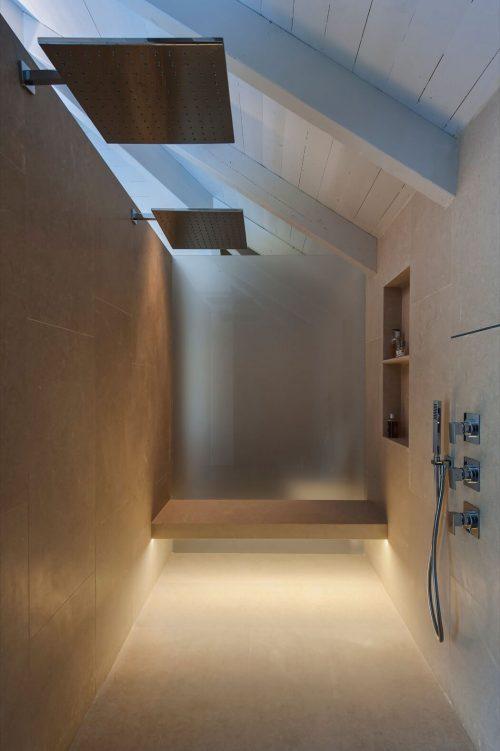 Scheidingswand in een grote badkamer - Badkamers voorbeelden
