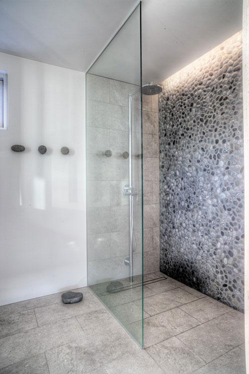 Serene badkamer met natuursteen - Badkamers voorbeelden