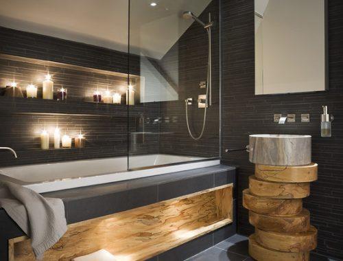 Sfeerverlichting in een moderne badkamer