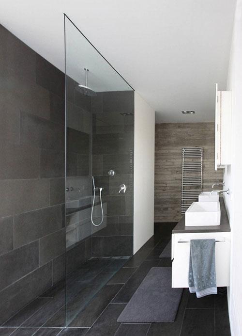 Simpele badkamer met strakke afwerking