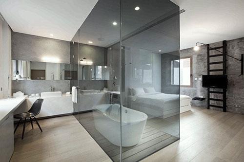 Slaapkamer en badkamer scheiden met glazen kubus