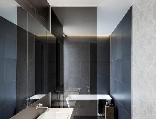 Smalle badkamer met alle moderne gemakken