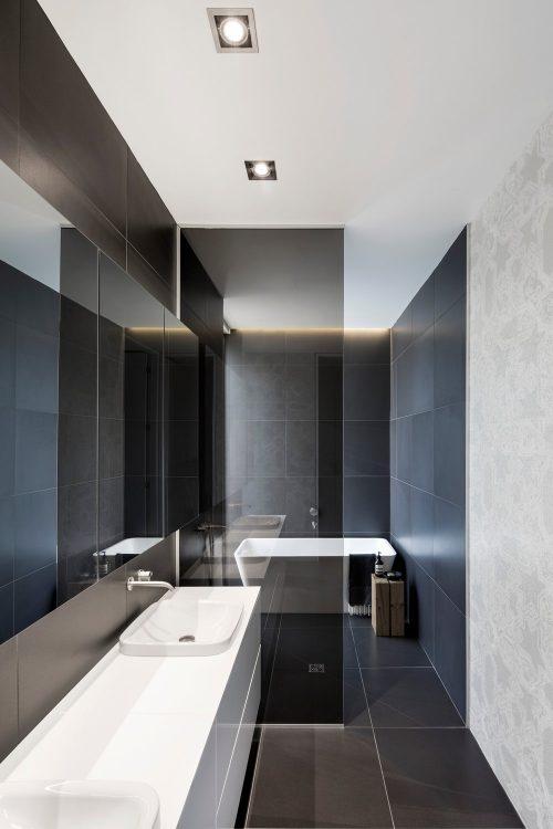 Smalle badkamer met alle moderne gemakken badkamers voorbeelden - Badkamer moderne badkamer ...