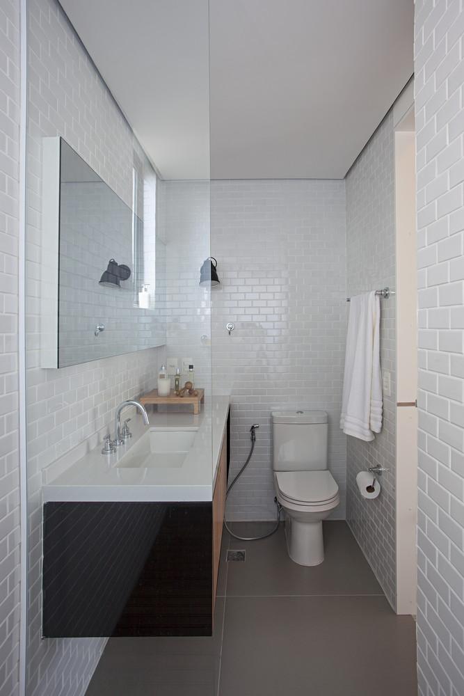 Smalle badkamer van een mini loft