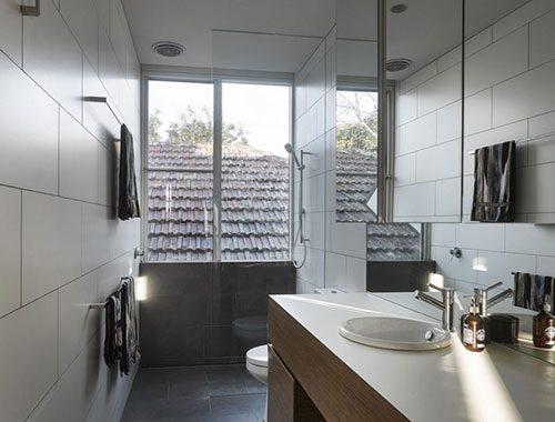 Smalle badkamer met praktische indeling