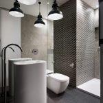 Spiegelwand in een kleine badkamer
