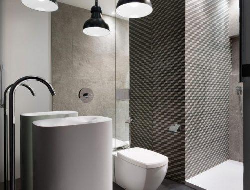spiegelwand-in-een-kleine-badkamer