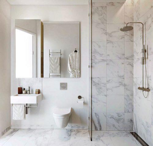 Stijlvolle badkamers van Scandinavisch appartementen complex ...