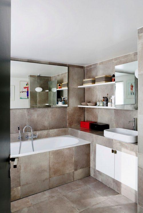 Stoere badkamer met betonlook tegels