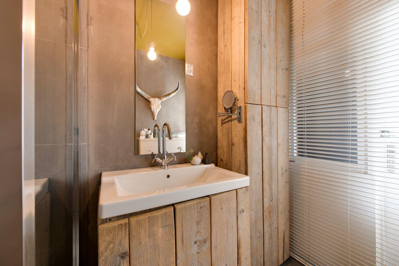 Stoere badkamer met steigerhouten kasten badkamers voorbeelden