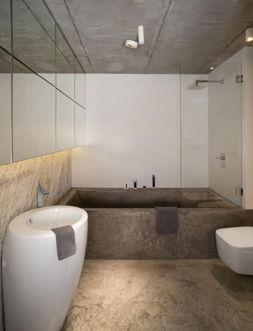 stoere badkamer met vloer plafond en bad van beton badkamers voorbeelden. Black Bedroom Furniture Sets. Home Design Ideas