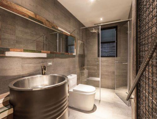 Stoere badkamer van vintage appartement