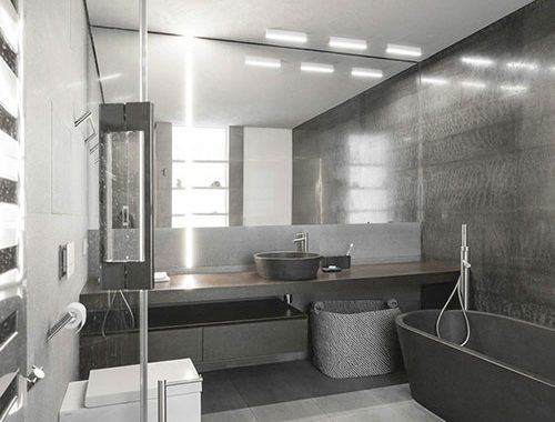 Stoere grijze badkamer