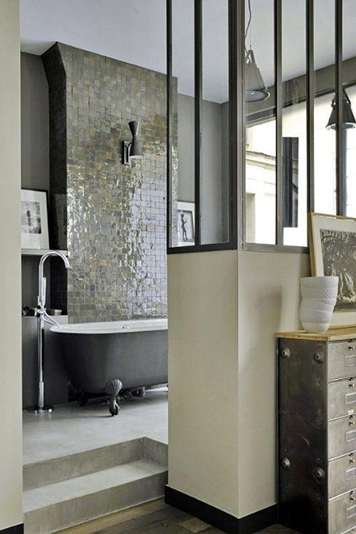 Stoere half open badkamer in loft slaapkamer - Badkamers voorbeelden