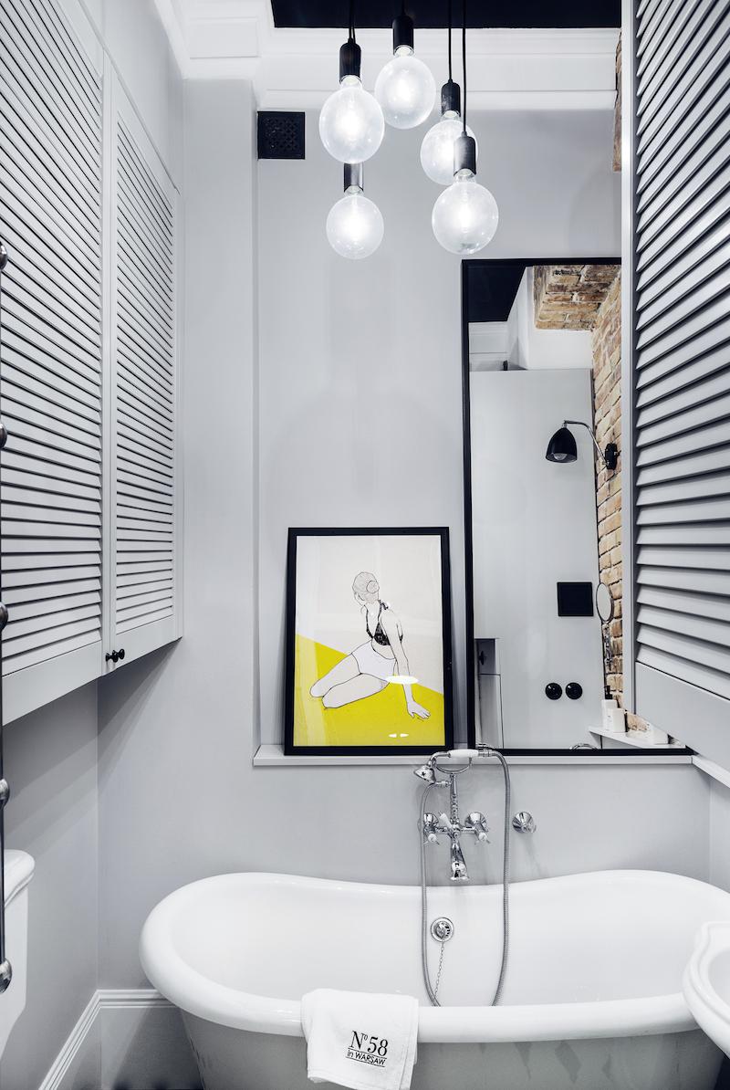 Stoere kleine badkamer in grijs, zwart en wit