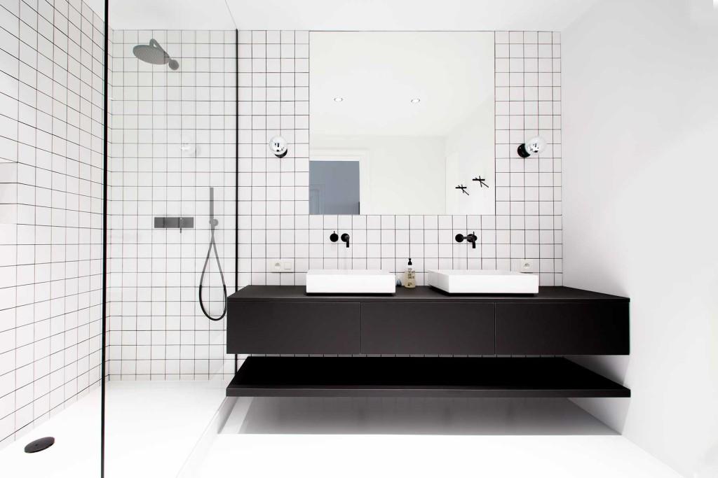 Stoere moderne badkamer van Niels en Annemie