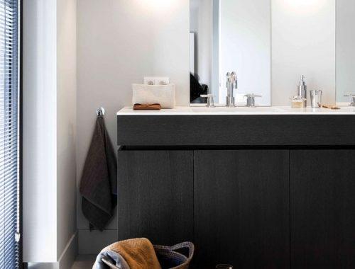 Strakke moderne badkamer door JUMA Architects