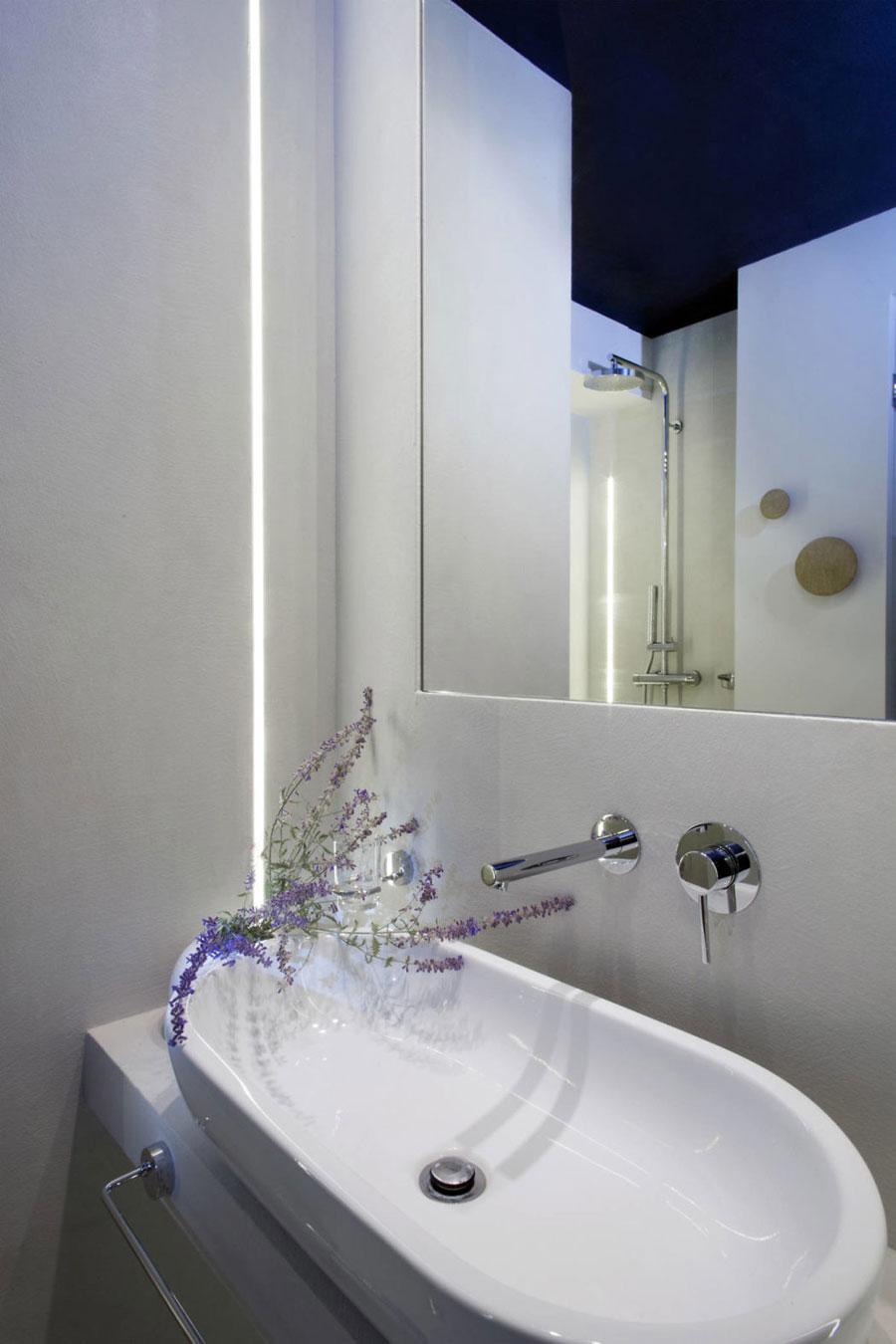 Strakke, moderne en minimalistische badkamer in het Griekse Halkidiki