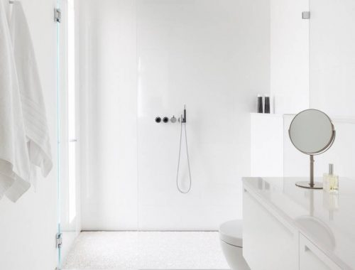 Strakke witte badkamer door [STRANG] Architecture