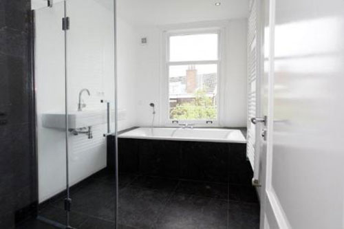 Strakke zwart witte badkamer - Badkamers voorbeelden