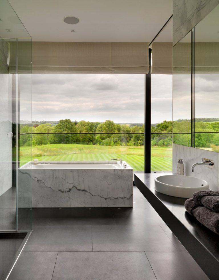 Super luxe en mooie badkamer met nóg een mooier uitzicht!