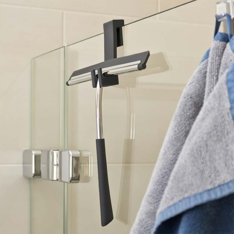 trekker in badkamer ophangen