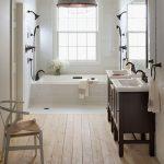 Vintage badkamer met dubbele douche