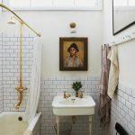 Vintage badkamer met gouden douche